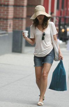 Keri Russell- actually very modest and a realistic outfit for summer, unlike heels/tight jeans/tight tank/etc.