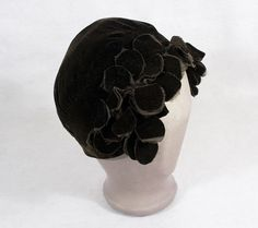 1920s clothing at Vintage Textile: #4101 flapper skull cap