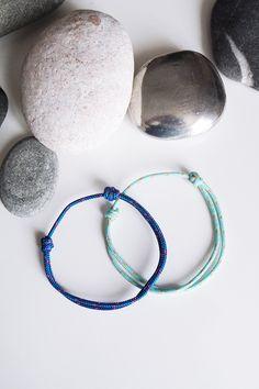Deux bracelets nautiques. 1 BLEU, 1 BLEU CIEL. Corde drisse ou garcette. Bracelets porte bonheur pour couple. Deux Bracelets marins été 2016 de la boutique BBSdeParis sur Etsy