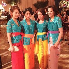Embracing the balinese tradition with colorful fabrics for the beautiful ladies, welcome back our bridesmaid edition! Thank you for tagging us❤️ Indonesian Wedding, Batik Kebaya, Balinese, Best Friends, Beautiful Women, Sari, Gambrel, Bridesmaid, Glamour