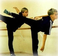 #草の根ステマでプルシェンコの好感度を上げる  #figureskate #sochi2014 - NAVER まとめ   11歳のとき師事していた世界最高峰のバレエ団マリインスキー・バレエの振付師から「フィギュアスケートをやめてバレエをやらないか」と転向の誘いを受けたが母親に相談し真剣に悩んだ末に断った。