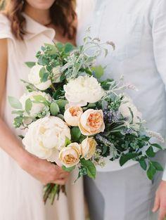 Peach and white bouquet. Photography: Abby Jiu Photography - abbyjiu.com