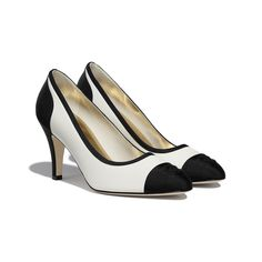 Chanel Brand, Chanel News, Kawaii Shoes, Chanel Store, High Jewelry, Black Pumps, Shoe Collection, Grosgrain, Designer Shoes