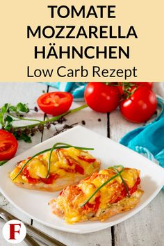 Tomate Mozzarella Hähnchen aus dem Ofen – Low Carb Rezept zum Abnehmen This chicken recipe is perfect for a healthy, low carb, weight loss dinner. Check out the diet menu for your meal plan here. Law Carb, Tomate Mozzarella, Mozzarella Chicken, Keto Chicken, Healthy Chicken, Chicken Recipes, Evening Meals, No Carb Diets, Eating Plans