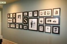 Living room wall decor frames home decor black frame family wall gallery black white wall art Photowall Ideas, Exposition Photo, Display Family Photos, Family Pics, Family Collage, Display Pictures, Arrange Pictures, Family Posing, Displaying Family Pictures