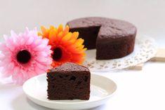 La torta all'acqua al cacao è morbidissima ma soprattutto molto leggera, senza uova, latte e burro. Una ricetta golosissima