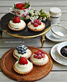 Tartaletki z dżemem i kremem Cake Recipes, Dessert Recipes, Desserts, Sides For Chicken, Cap Cake, Low Carb Side Dishes, Bon Appetit, Cheesecake, Meals
