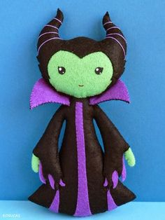PDF sewing pattern to make a felt doll inspired in Maleficent
