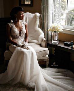 Stunning BERTA bride portrait picture by Amy Anaiz ❤️