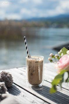 Eiskaffee, Eiskaffee Rezept, Schoko Brownie Affogato, Affogato Rezept, Affogato mit schoko Brownie, Brownie Rezept, Brownie Rezept Für den Sommer, Sommer Schoko Brownie, Getränke für den Sommer, Sommer Getränke, Kalte Getränke zum selber machen, Kalte Sommergetränke Ideen, Sommer Getränke, Kaffee mal anders, Kaffee mal anders Idee, Eiskaffee im Sommer, Sommer mit Eis, Eisideen für den Sommer Rezept, leckere Eisrezepte, Leckere Rezepte, Sommer Picknick am See, Sommer am See, Boho Picknick Food Blogs, Affogato, Chocolate Brownies, International Recipes, Creative Food, Easy Peasy, Healthy Life, Good Food, Favorite Recipes
