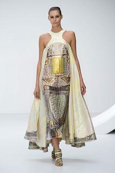 Mary Katrantzou Spring Summer 2013 Ready To Wear Collection – London Fashion Week Mary Katrantzou, Modern Fashion, High Fashion, Fashion Show, Fashion Design, 2000s Fashion, Fashion Men, Fashion Clothes, London Fashion Weeks