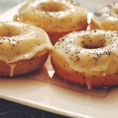 Lemon poppy seed donuts to brighten up this rainy morning 🍋🍋🍋🍋🍋 link in bio!
