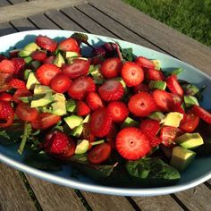 Salad with avocado and strawberry Salad Recipes, Healthy Recipes, Healthy Food, Brunch, Aesthetic Food, Avocado Salad, Everyday Food, Different Recipes, Salads