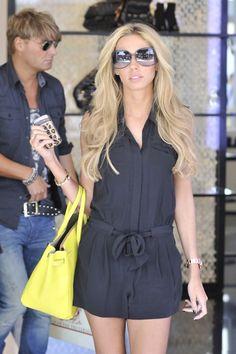 *macaquito preto e bolsa amarela