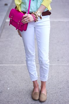 White ankle jeans with some color! Sunday Inspiration, Style Inspiration, Denim Blanco, Madame Chic, How To Wear Loafers, Pink Love, Pink Yellow, White Skinnies, Build A Wardrobe