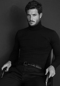 Justice Joslin/ or how to wear a black turtleneck.learned it all from Sterling. Justice Joslin, Black Pants Outfit, Turtle Neck Men, Portrait Photography Men, Herren Style, Outfits Hombre, Black Turtleneck, Mens Turtleneck, Outfit Trends