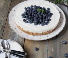 tarta-cu-afine-fara-coacere Biscuit, Cheesecake, Deserts, Pudding, Food, Pie, Cheesecakes, Custard Pudding, Essen