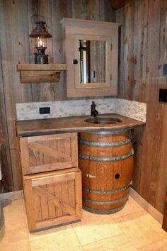 badeinrichtung aus holz waschbecken holzfass rustikale möbel