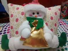 Cojin noel sobre luna Christmas Stockings, Christmas Holidays, Christmas Ornaments, Teddy Bear, Pillows, Toys, Holiday Decor, Animals, Home Decor