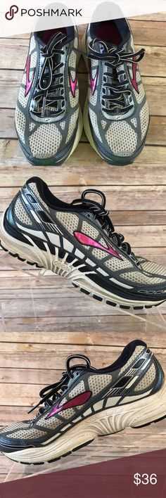 773330254a2bb BROOKS DYAD 8 RUNNING TRAINING SHOES WOMENS SIZE 7 BROOKS DYAD 8 RUNNING  TRAINING SHOES WOMENS SIZE 7 Medium Condition  Pre-Owned. Some light wear.