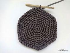 základní návod - jakákoliv velikost, jednobarevný, samé krátké sloupky   Na košík střední velikosti (menší než na fotce) budeme potřebo... Knit Crochet, Beanie, Knitting, Fashion, Moda, Tricot, Fashion Styles, Breien, Ganchillo