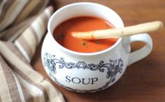 Tomato & Beetroot Soup is a comforting and easy dish to make on cold rainy days. Corn Soup Recipes, Spicy Recipes, Cooking Recipes, Vegetarian Recipes, Cooking Tips, Healthy Recipes, Pumpkin Carrot Soup, Beetroot Soup, Garlic Cheese Bread