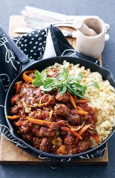 Beef Dishes, Food Dishes, South African Recipes, Ethnic Recipes, Sausage Recipes, Sausage Meals, Healthy Salads, Stir Fry, Food To Make
