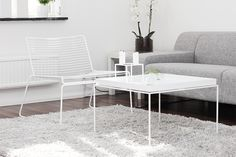 hee_01 white metal chair table