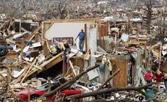 People try to salvage items from the Albrecht family home after it was destroyed when a massive tornado passed through the town, May 2011 in Joplin, Mo. Pictures: On the Ground in Joplin . Joplin Tornado, Joplin Missouri, Tornado Damage, After The Storm, Tornadoes, Storm Clouds, Extreme Weather, Jpg, Earth Science
