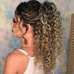 É penteado que você quer? Olha que lindo ❤️ Migas hoje tem pot no blog as 20:00 ❤️ #admcachos #cachosinspiracao #cachos #cacheada…