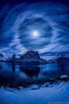 Halo lunar na Noruega.  Fotografia: www.kesphotos.com