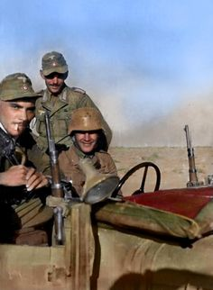 Dak_africa_korps_soldier_in_stahlhelm. German Soldiers Ww2, German Army, Military Photos, Military History, Afrika Corps, North African Campaign, Erwin Rommel, Italian Army, German Uniforms