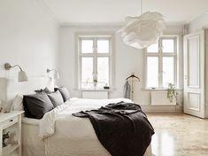 D e c o r a r e : Dreams in white. IKEA Krusning lampe til soveværelset