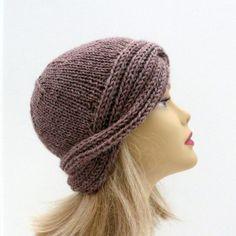 Knitting Pattern, Vintage Hat, Downton Cloche #knit #knitting #affiliatelink #knittingpattern #knittedhat #vintagehat #knittinglove