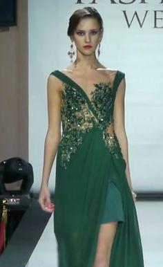 #EmeraldGown #Sophisticated #HayariParis