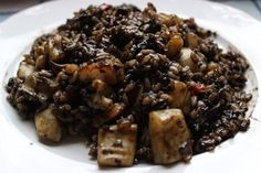 Arroz negro cremoso con calamares y gambas Kitchen Dishes, Rice Dishes, Kitchen Recipes, Cooking Recipes, Healthy Recipes, Main Dishes, Slow Food, Couscous, Latin American Food