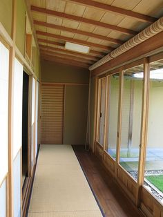 Japanese house traditional style interior design / 和室(わしつ)の内装(ないそう) by TANAKA Juuyoh (田中十洋), via Flickr