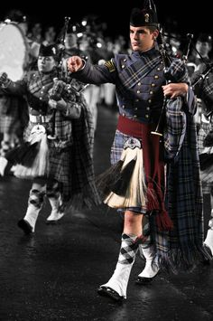 """Kilt Parade (I don't understand how any man can look at that and *not* think, """"that's hellllaaa sharp!"""")"""
