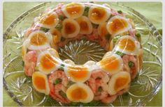 Shrimp, sliced eggs and peas. Wiggling on your fork for that much anticipated first bite. Why are all my dinner invitations rejected? Gelatin Recipes, Jello Recipes, Old Recipes, Vintage Recipes, Dishes Recipes, Baking Recipes, Cake Recipes, Dessert Recipes, Scary Food