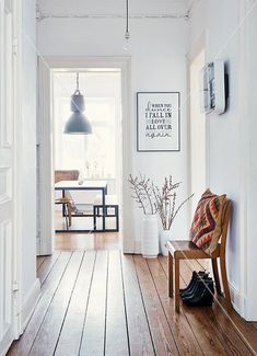 Scandi hallway. https://www.stonebridge.uk.com/course/interior-design