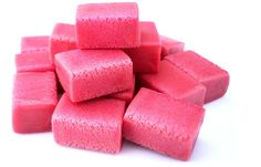 Recette - faire chewing gum bio soi-même. Idée originale pour l'occasion d'un anniversaire. Chewing gum personnalisés fait maison