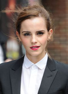 The American actress and model, Emma Watson was born on April 1990 to Jacqueline and Chris Watson. She began her professional acting career in 2001 with film Harry Potter and the Philosopher's … Style Emma Watson, Emma Watson Belle, Emma Watson Estilo, Emma Watson Daily, Emma Watson Beautiful, Enma Watson, Beautiful People, Beautiful Women, Harry Potter