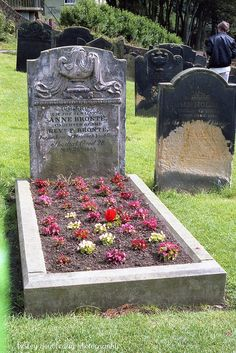 Anne Brontë of grave in Scarborough, Yorkshire. She is the youngest of Brönte sisters who wrote The Tenant of Wildfell Hall. Cemetery Headstones, Old Cemeteries, Cemetery Art, Graveyards, North Yorkshire, Yorkshire England, Bronte Sisters, Famous Graves, England Uk