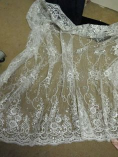 1M BRIDAL ivory SCALLOPED LACE EMBRIOUDED SEQUIN FABRIC 58  WIDE