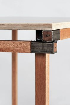 Plywood Furniture, Home Decor Furniture, Industrial Furniture, Furniture Projects, Furniture Design, Wood Steel, Wood And Metal, Woodworking Projects Diy, Fine Woodworking