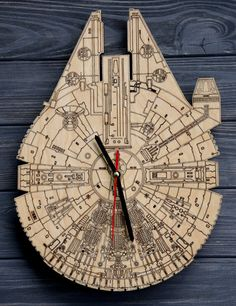 Millenium Falcon Star wars wooden wall clock Wood Joda Darth Vader Custom engraved Home Housewarming gift Home decor Style Hanging clock
