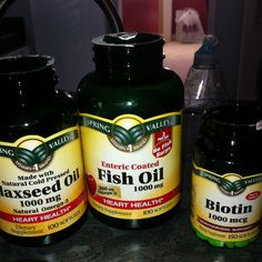 Biotin, flaxseed oil, & fish oil are great to make your hair grow super fast! (Natural Hair Tips) Natural Hair Tips, Natural Hair Growth, Natural Hair Journey, Natural Hair Styles, Vitamins For Hair Growth, Hair Vitamins, Cabello Afro Natural, Healthy Hair Tips, Hair Growth Tips