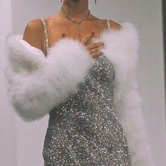 How much Glamour can you handle? Curious to see what her hair looks like? *Head* on over. 90s Fashion, Fashion Outfits, Womens Fashion, Fashion Clothes, Fashion Ideas, Chanel Fashion, Fashion Vintage, Dress Fashion, Fashion Beauty