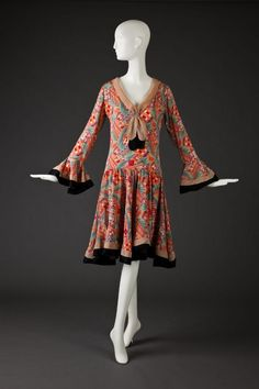 Dress The Goldstein Museum of Design - the skirt looks so swingy! 1930s Fashion, Art Deco Fashion, Retro Fashion, Vintage Fashion, Womens Fashion, Fashion Design, Victorian Fashion, Fashion Fashion, Winter Fashion