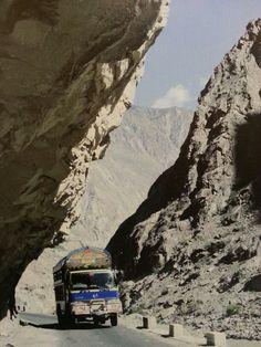 Los domingos abrimos!!!....deliciosa cocina del Himalaya Te dejamos una de las fotos que decoran nuestras paredes... Reservas 922 63 47 77